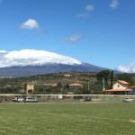 Lo stupendo scenario del Warriors Field con l'Etna sullo sfondo